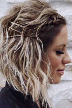 Shoulder length hairstyles are hairstyles that are done on shoulder-length hair. We are going to discuss such hairstyles in today's post. Let's explore the trendiest and most complementing styling options for your mid-length cut. Smart Hairstyles, Cute Hairstyles For Medium Hair, Casual Hairstyles, Pretty Hairstyles, Medium Hair Styles, Braided Hairstyles, Curly Hair Styles, Girl Hairstyles, Haircut Medium