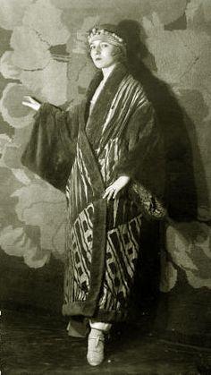 Kimono-coat by Paul Poiret French fashion designer. 20s Fashion, Edwardian Fashion, Art Deco Fashion, Fashion History, Vintage Fashion, Womens Fashion, Kimono Fashion, Fashion Ideas, Paul Poiret