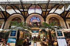 """""""Situé au cœur de la gare de Lyon, en étage, face aux voies, Le Train Bleu se veut halte incontournable pour les étrangers et les voyageurs, mais aussi restaurant de référence pour les Parisiens"""" Le Train Bleu"""