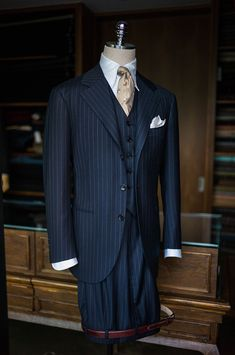 Navy stripe 3p suit