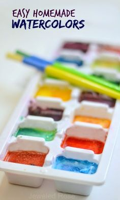 Easy Homemade Watercolors: make your own watercolor cakes using only two ingredients that you likely have on hand. Not only are these watercolors incredibly easy to make, but they also FIZZ. Projects For Kids, Diy For Kids, Crafts For Kids, Toddler Activities, Activities For Kids, Painting Activities, Homemade Watercolors, Fun Crafts, Arts And Crafts