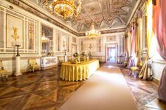 The weekdays lunchroom in the Royal Palace