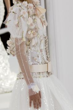 Luxurious beading and embroidery. Haute Couture. blanita alba cu voal