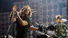 Quem segue a jornada do Pearl Jam não se surpreendeu quando Eddie Vedder, Mike McCready, Stone Gossard, Jeff Ament e Matt Cameron decidiram doar o cachê do show desta sexta-feira, 20 de novembro, no Mineirão, para as vítimas do rompimento das barragens no Rio Doce, na cidade mineira de Mariana.