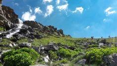 [Savoie] 3 vallées addict tour free rando 2015 Edition 2016 de la 3 vallées addict tour.  Ce parcours ne fait pas le tour complet faute de temps car les remontées ferment à 17H00, donc la partie Courchevel - La tania n'est pas décrite ici. Des vues à couper le souffle, des panorama grandiose. Prenez le temps de profiter du paysage.  Départ de Méribel puis on bascule sur les Ménuires sous le gros Tougne via une piste de Descente permanent cotée rouge. On remonte en haut du mont de la Chambre…