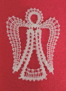 ange 2 (1) Needle Tatting, Needle Lace, Bobbin Lace Patterns, Crochet Patterns, Bruges, Christmas Diy, Christmas Decorations, Teneriffe, Crochet Winter