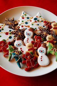 Such fun Christmas cookies for the kids Christmas Biscuits, Christmas Sugar Cookies, Christmas Sweets, Noel Christmas, Christmas Goodies, Holiday Cookies, Holiday Treats, Christmas Baking, Bolacha Cookies