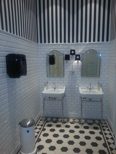 Black And White Never Dates As Shown In This Monochromatic Scheme Featuring Original Style S Victorian Victorian Tileswhite Imagewhite Bathroomsdownstairs