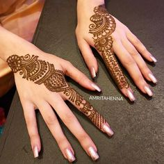 Mehndi design makes hand beautiful and fabulous. Here, you will see awesome and Simple Mehndi Designs For Hands. Finger Henna Designs, Simple Arabic Mehndi Designs, Back Hand Mehndi Designs, Indian Mehndi Designs, Mehndi Designs 2018, Mehndi Designs For Beginners, Modern Mehndi Designs, Mehndi Design Pictures, Mehndi Designs For Girls