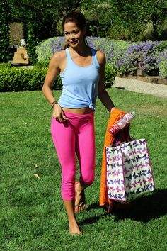 Brooke Burke – Doing Yoga in Malibu – Aug 31