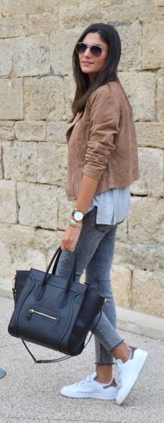 Federica L. wears a cute suede jacket with skinny jeans and white sneakers. T-Shirt/Jeans/Jacket: Zara. http://www.justthedesign.com/150-casual-outfits-to-try-for-fall-when-you-have-nothing-to-wear/