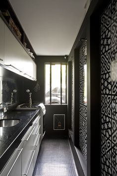 Cocina en blanco y negro #cocinas #kitchens #black&white_kitchen #tiles_kitchen