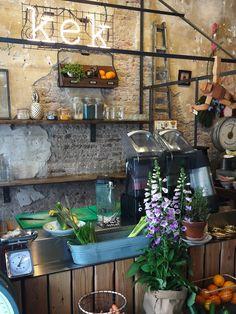 Gezellig koffie drinken of lunchen? Dat kan bij Kek in Delft. Bekijk alle leuke hotspots in Delft.