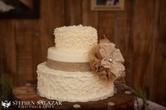 burlap and lace wedding ideas | Textured buttercream cake with lace and burlap | smaller flower