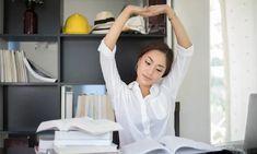 5 ejercicios de relajación para dormir más rápido que te sorprenderán Neck And Shoulder Pain, Neck And Back Pain, Neck Pain, Improve Posture, Good Posture, Office Exercise, Spine Surgery, Spine Health
