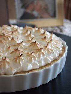 Foodilicious : Raparperi-tartaletti Deli, Pie, Desserts, Drink, Food, Torte, Tailgate Desserts, Cake, Deserts
