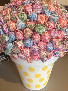 #diy dumdum lollipop centerpiece/flower pot. super cute for any party or event!