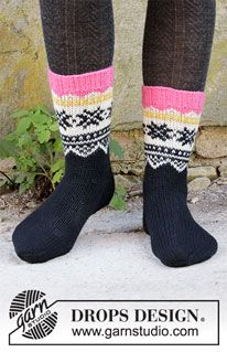 Midnight Snow - Knitted socks in DROPS Lima. The piece is worked top down with Nordic pattern. Knitted Socks Free Pattern, Sweater Knitting Patterns, Crochet Patterns, Knitting Gauge, Free Knitting, Knitting Socks, Drops Design, Fair Isle Pattern, Knitting Tutorials