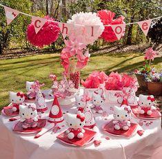 Decoración mesa de té de fiesta Hello Kitty #FiestasInfantiles.