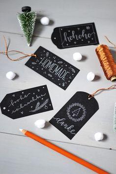 DIY: Etiketten im Tafelkreide-Look selber machen / Chalkboard Lettering Gift Tags - Tutorial