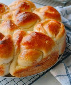 o Milk Bread Recipe, Bread Recipes, Bakery Recipes, Muffin Recipes, Round Cake Pans, Round Cakes, Wok Of Life, Cupcakes, Pork Roast