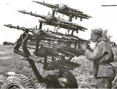 Red Army soldier in the captured German anti-aircraft machine-gun installation of handicraft production. The machine uses MG 34 machine guns. Military Weapons, Military Art, Military History, Ww2 History, Mg34, German Soldiers Ww2, German Army, Ww2 Photos, Ww2 Pictures