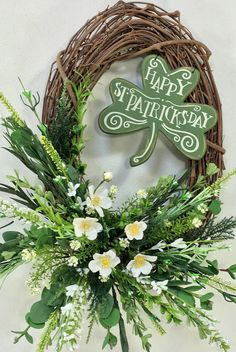 Patrick's Day Wreath St Paddys Day, St Patricks Day, Saint Patricks, Holiday Wreaths, Holiday Crafts, Holiday Ideas, Holiday Themes, St Patrick's Day Crafts, March Crafts