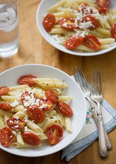 Roasted Tomato Penne with Goat Cheese.loving me some pasta so many different pasta dishes! I Love Food, Good Food, Yummy Food, Pasta Party, Pasta Recipes, Dinner Recipes, Dinner Ideas, Vegetarian Recipes, Healthy Recipes