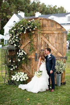 24 Ideas Of Budget Rustic Wedding Decorations ❤ See more: http://www.weddingforward.com/budget-rustic-wedding-decorations/ #weddings #budgetweddingdecorations #uniqueweddingtips #weddingideas