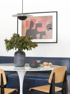 Saarinen style Tulip table in marble and white. Corner Banquette, Dining Corner, Dining Area, Dining Table, Tulip Table, Black Pendant Light, Home Staging, White Walls, Toronto