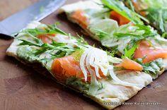 Räucherlachs-Fenchel-Pizza mit Kräuter-Mascapone