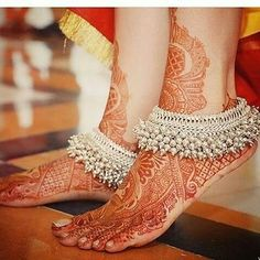 Put your best foot forward pick your Indian bridal anklet from stunning bridal payal designs for your big day from our editors pick of bridal jewellery Anklet Designs, Mehndi Designs, Silver Payal, Payal Designs Silver, Silver Anklets Designs, Fashion Models, Fashion Glamour, Fashion Outfits, Indian Wedding Jewelry