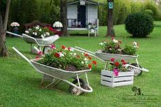 stunning spring garden ideas for front yard and backy Small Backyard Gardens, Unique Gardens, Back Gardens, Beautiful Gardens, Rustic Gardens, Amazing Gardens, Patio Garden Ideas On A Budget, Diy Garden Decor, Garden Art