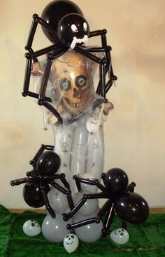 Spiders grave. One of the scariest Halloween balloon decorations I've seen so far!