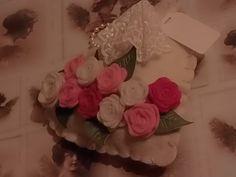 Die Röschen aus Filz sind mit der Shablone von Marianne Design gemacht.