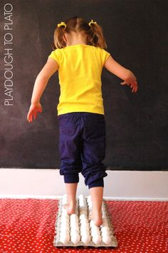 Walking on Eggs. Such an awesome science experiment for kids. {Playdough to Plato}
