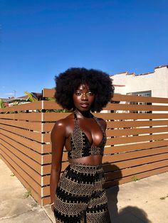 ♡ Ƒօӏӏօա ʍҽ ƒօɾ ʍօɾҽ թins yօu'ɾҽ ցօnnɑ ӏօѵҽ ♥️ Source by outfits black girl Dark Beauty, Ebony Beauty, Beautiful Dark Skinned Women, Beautiful Black Girl, Ebony Girls, Black Girls Rock, Black Girl Magic, Pelo Afro, Modelos Fashion