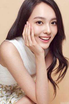 Yang Zhi Ying is a Chinese actress. Jin Yang, Yang Chinese, My Amazing Boyfriend, Pretty Asian Girl, Chinese Actress, Face Claims, Cute Girls, Sexy Women, Singer