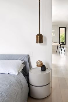 Black facade of Melbourne townhouse contrasts its white interiors Stacking Doors, Black Window Frames, Moving Walls, Interior Architecture, Interior Design, Minimalist Home, Soft Furnishings, White Walls, Townhouse