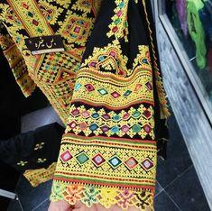 Afghani Clothes, Balochi Dress, Kurti Sleeves Design, Kutch Work, Embroidery Saree, Beautiful Moon, Embroidered Clothes, Sleeve Designs, Ethnic Fashion