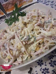 Składniki: 1 słoik selera w wiórkach 1 puszka kukurydzy 1 puszka ananasa 1 czerwona cebula 2 małe jabłka 2-3 ogórki kiszone 150 g ... Appetizer Salads, Appetizer Recipes, Salad Recipes, Yummy Chicken Recipes, Vegetarian Recipes, Cooking Recipes, Pub Food, Mayonnaise, Nutella