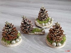 Christmas Crafts To Make, Pine Cone Decorations, Handmade Christmas Decorations, Christmas Ornament Crafts, Christmas Centerpieces, Homemade Christmas, Rustic Christmas, Holiday Crafts, Christmas Gifts