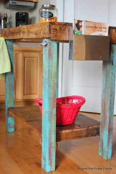 Island Time, Pallet and Reclaimed Wood Island http://bec4-beyondthepicketfence.blogspot.com/2014/03/island-time.html