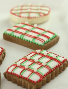 Pretty, easy, lined Christmas cookies