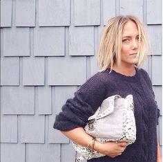@oksarahappleby porte notre pull Ellis gris et le sac Charlie en molleton gris et cuir noir &blanc! #heimstone#heimstonisation #saccharlie #pullellis #collectionyork