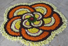 Floral rangoli for onam festival Easy Rangoli Designs Diwali, Rangoli Designs Flower, Rangoli Patterns, Kolam Rangoli, Flower Rangoli, Kolam Designs, Simple Rangoli, Diwali Decorations At Home, Flower Decorations