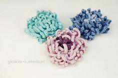 Photo tutorial for Chrysanthemum crochet flower. Really pretty! Tutorial in German, ༺✿Teresa Restegui http://www.pinterest.com/teretegui/✿༻ but photos are clear.