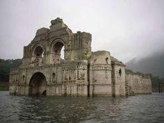 Dürre lässt versunkene Kirche in Mexiko wieder auftauchen