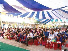 Dù che trong Lễ tổng kết năm học của trường tiểu học Trung Nhất