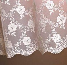 Estar Tekstil , BROCHE markasıyla iç giyim, dış giyim , gelinlik ve ev tekstili alanlarında Türkiye'nin lider brode firmaları arasında yer almaktadır.